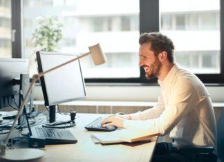 Dlaczego warto kupować artykuły biurowe w hurtowniach